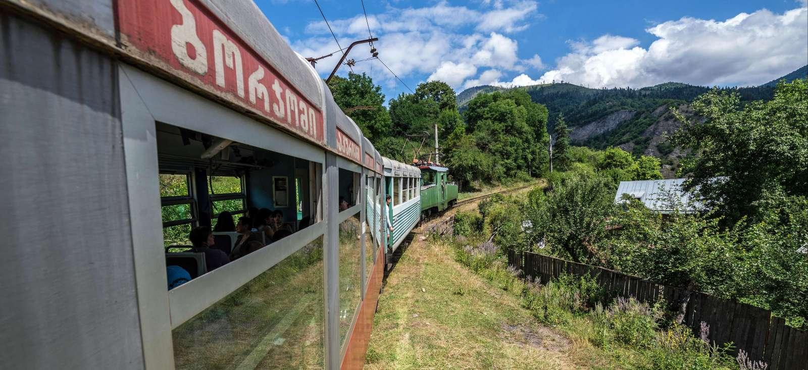 Voyage en véhicule : Un train pour le Caucase