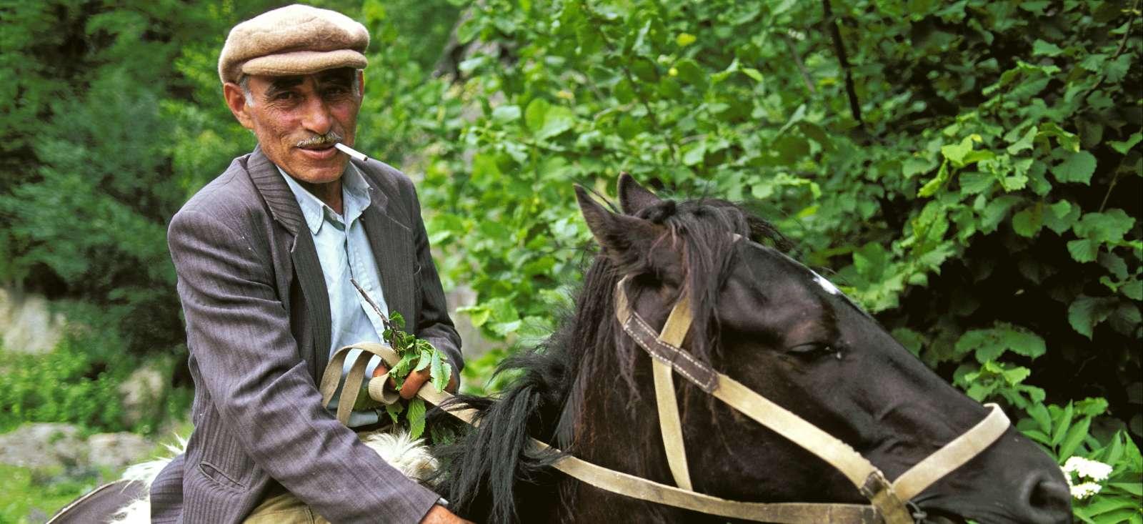 Voyage avec des animaux : Le pied à l\'étrier dans le Caucase !