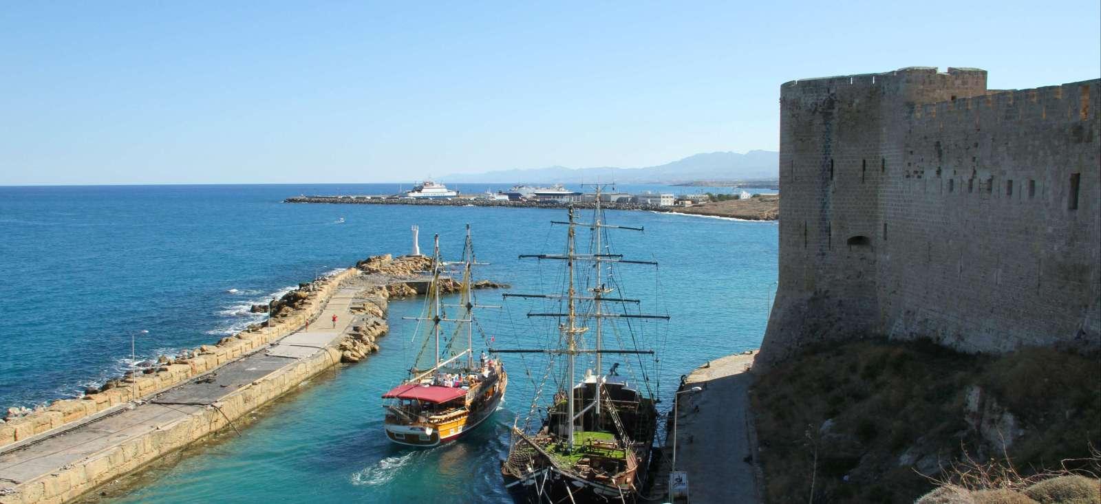 Voyage à pied : Petite île et grande histoire