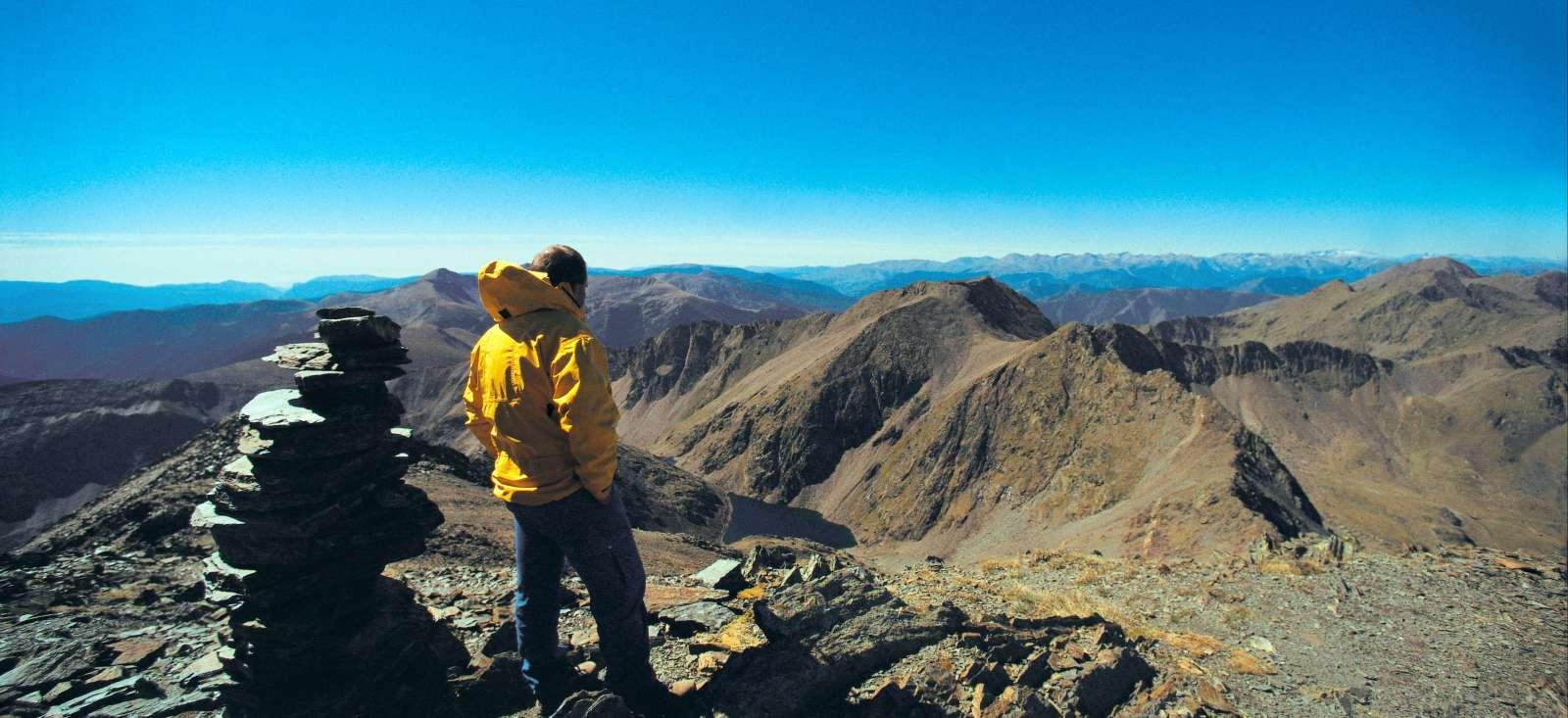 Voyage à pied : Les hauts sommets d\'Andorre