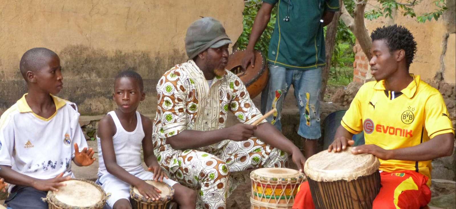 Voyage à pied : La Guinée, musique et danse traditionnelle !