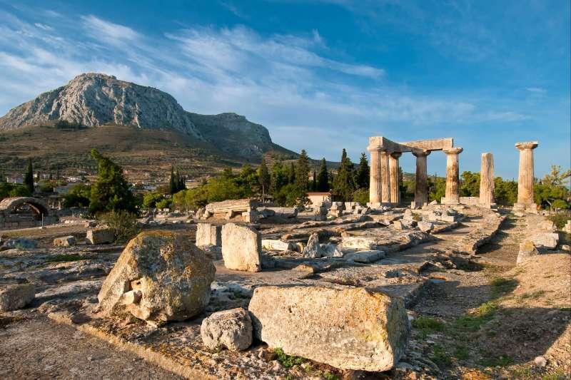 Voyage à pied : Chemins et cités de légende