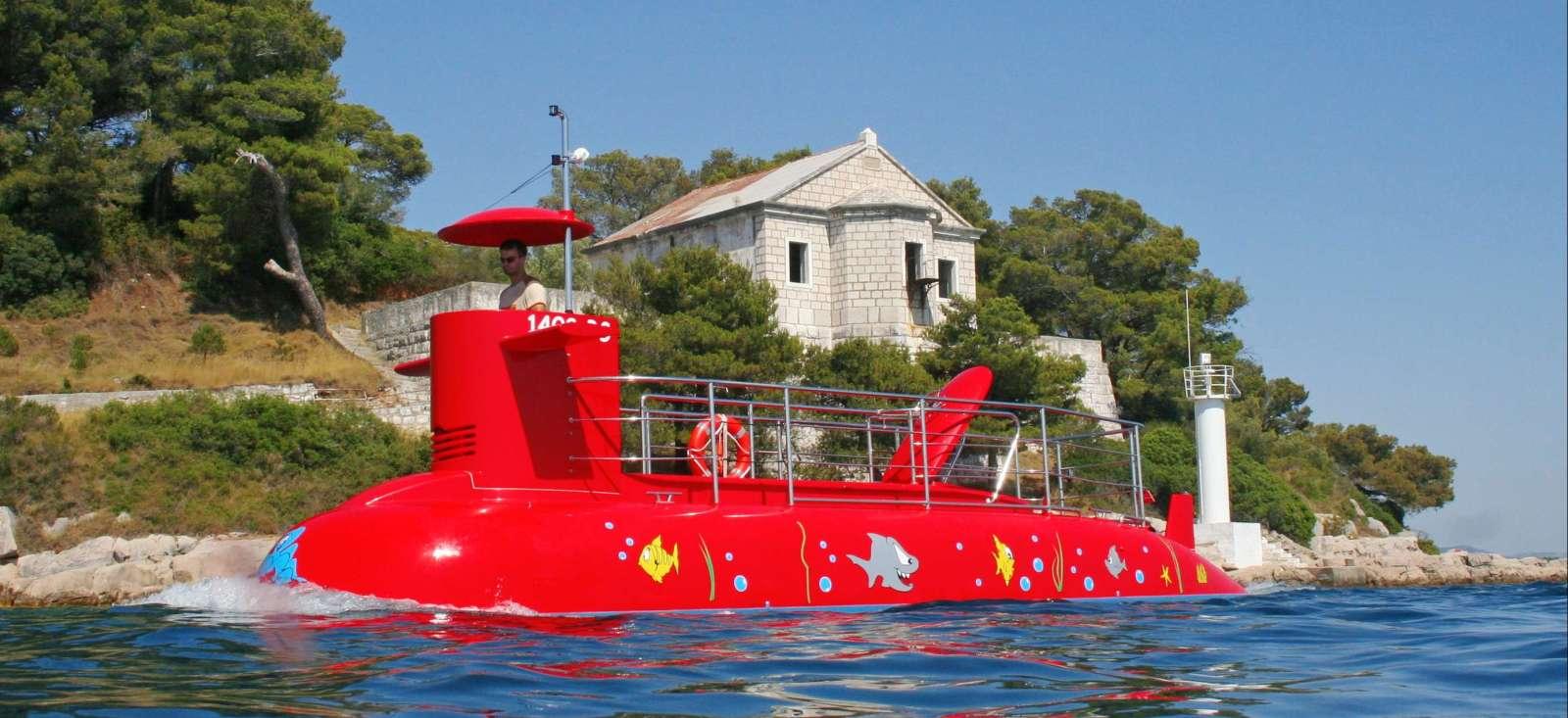Voyage à pied : Croatie : Le sous-marin rouge