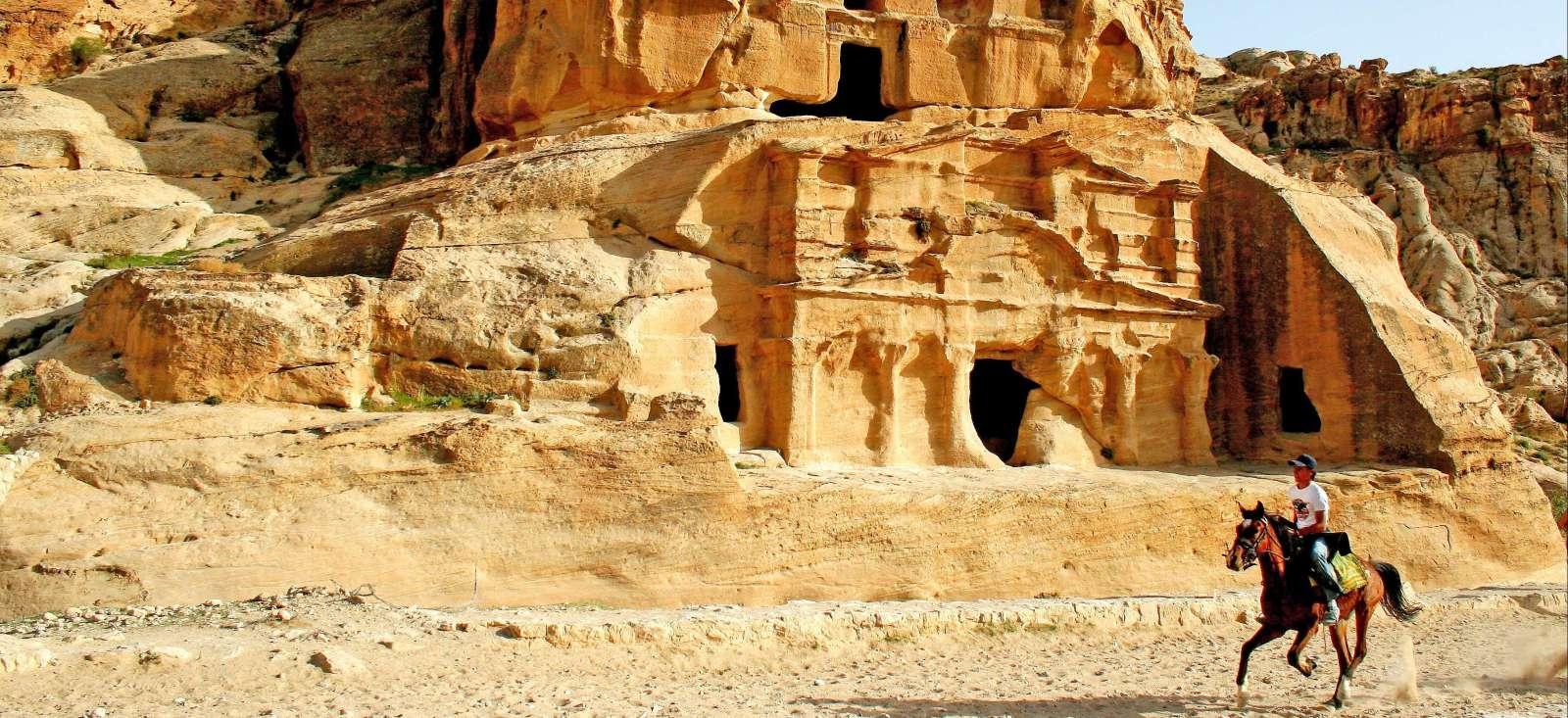 Voyage à pied : Chevauchées bédouines de Pétra au Wadi Rum