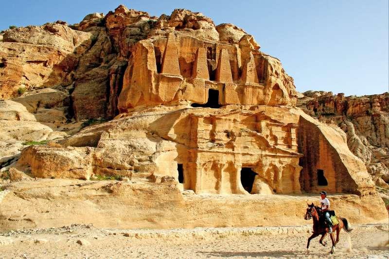 Image Chevauchées bédouines de Pétra au Wadi Rum