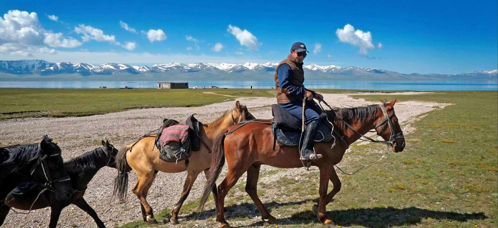 Voyage avec des animaux : A cheval sur deux lacs