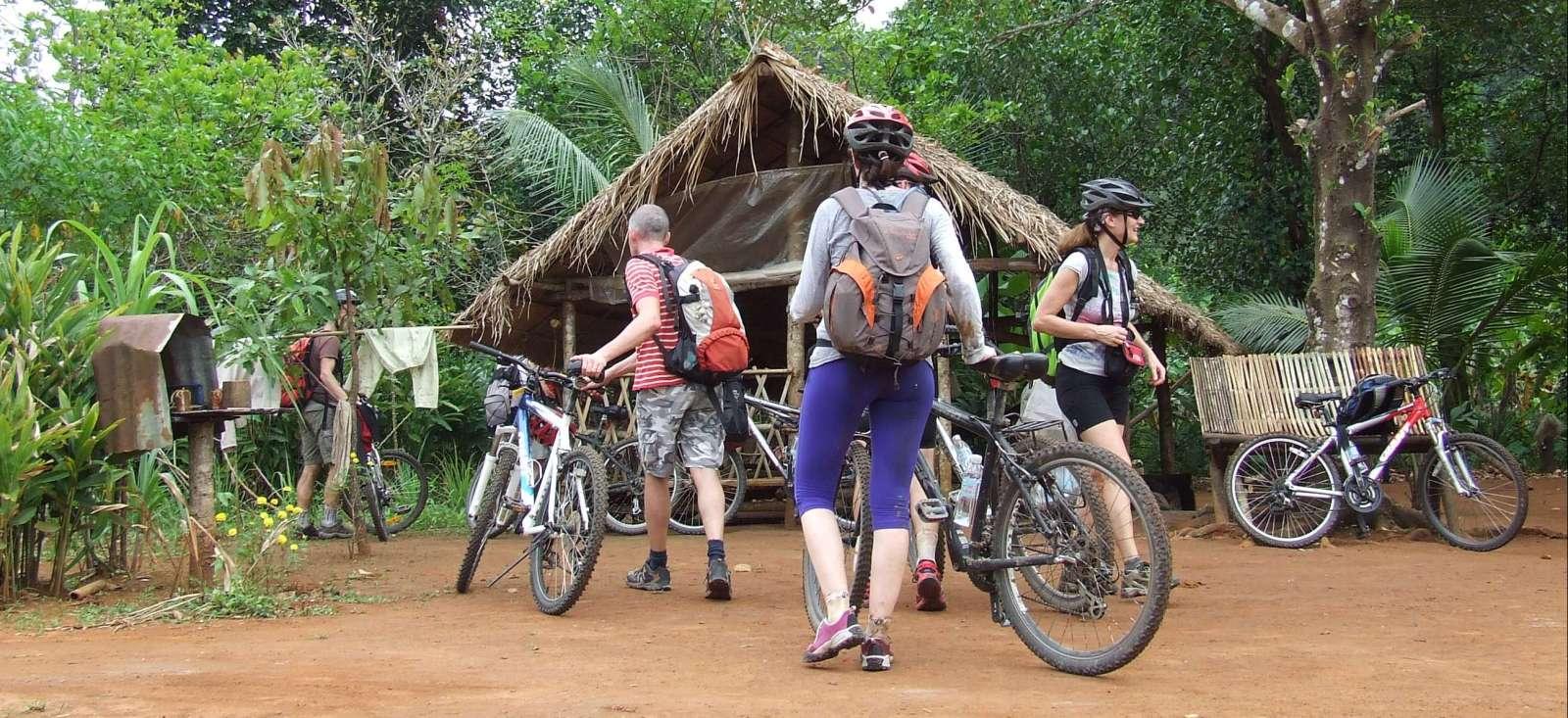 Voyage en véhicule : Des temples d\'Angkor au golfe de Siam