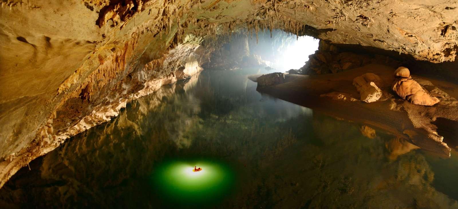Voyage sur l'eau Laos : Kayak au centre de la terre