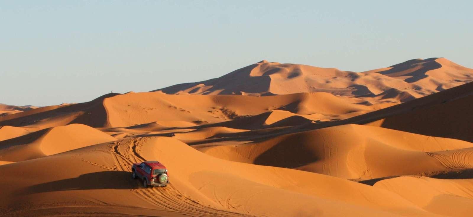Voyage à pied : A cache cache (ou en 4x4) dans les dunes