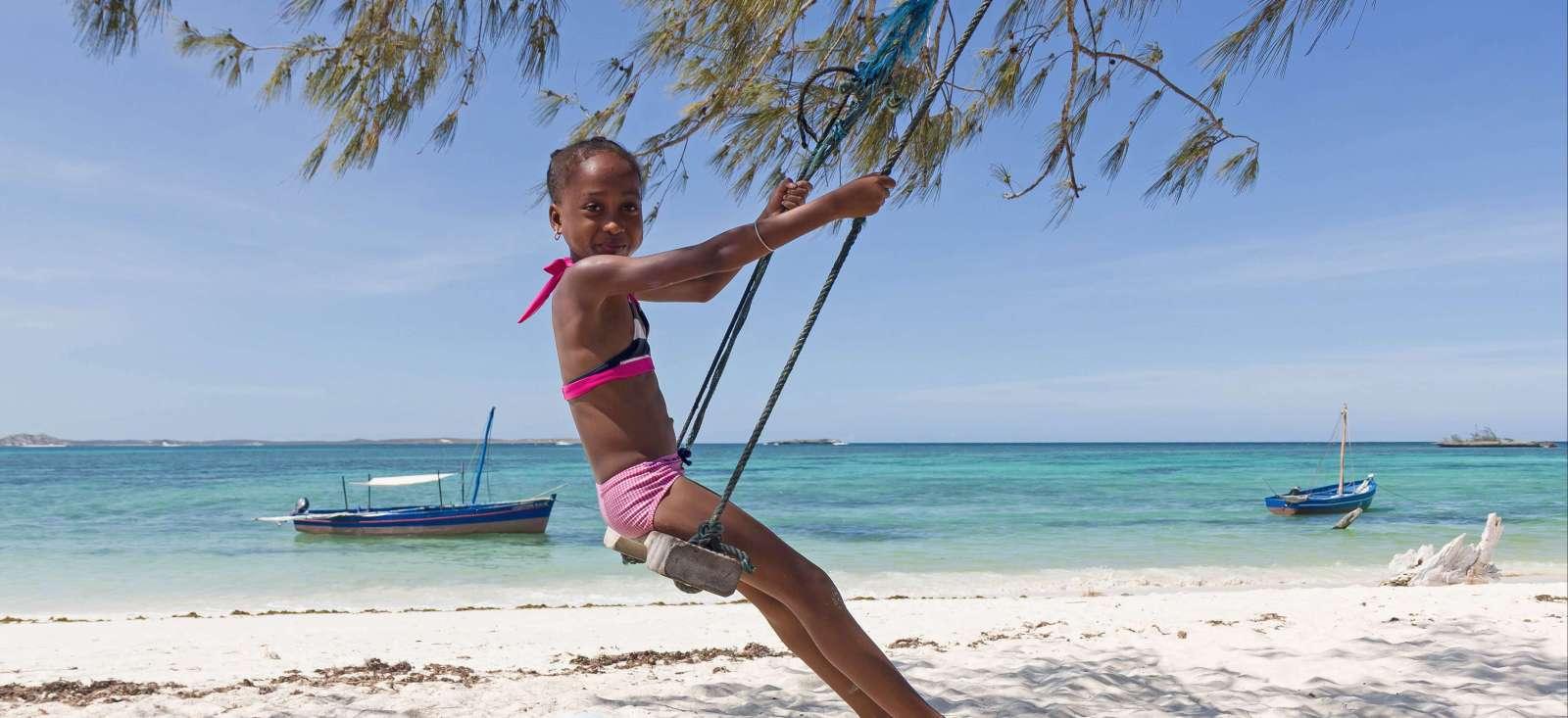 Voyage à pied : Lagon turquoise, Tsingy et forêt tropicale !
