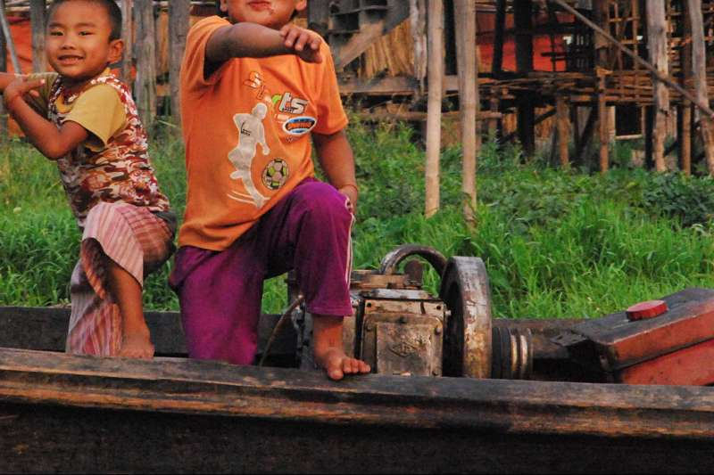 Voyage sur l'eau : La Birmanie pour les grands et les petits!