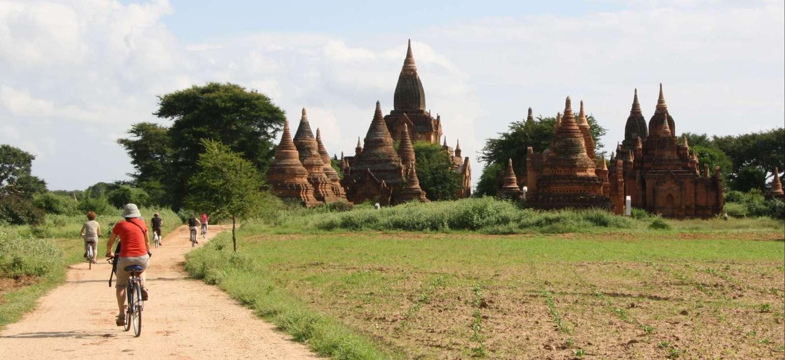 Voyage en véhicule Birmanie : Des sourires et des hommes