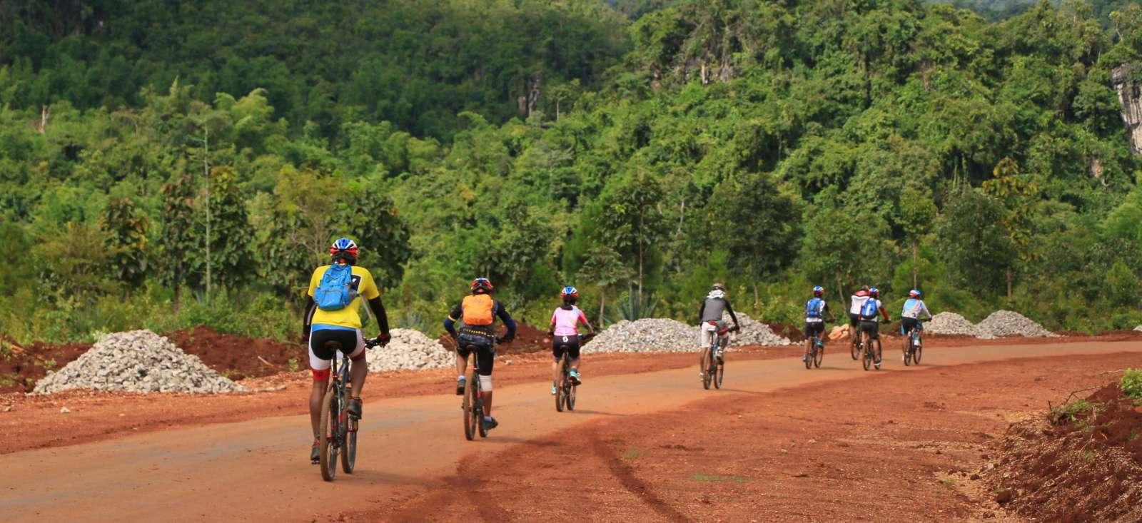 Voyage en véhicule : A VTT sur les sentiers birmans !