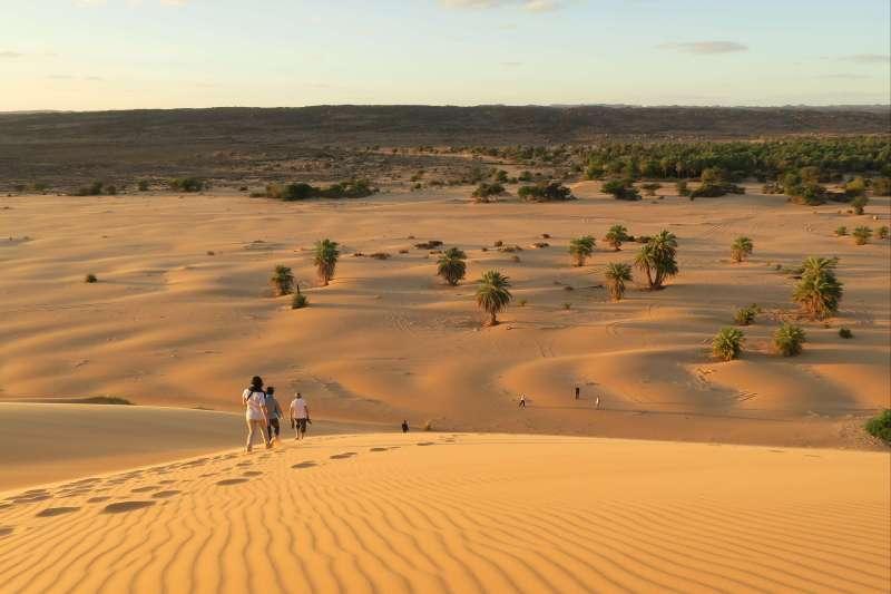 Voyage à pied : Petits et grands explorateurs de l\'Adrar