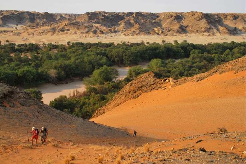 Voyage en véhicule : Peuples et déserts de Namibie