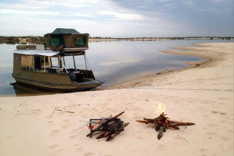 Voyage en véhicule : Ma tente sur le Zambèze