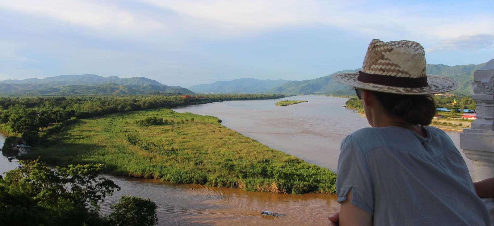 Voyage en véhicule : Une aventure Thaïe et sur mesure