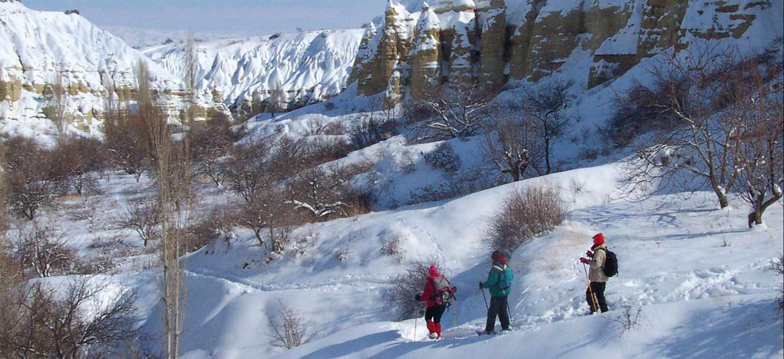 Voyage à pied : Osez la raquette en Cappadoce