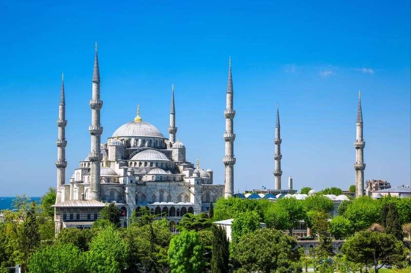Voyage à pied : Petite randonnée des fées & Istanbul la magnifique.