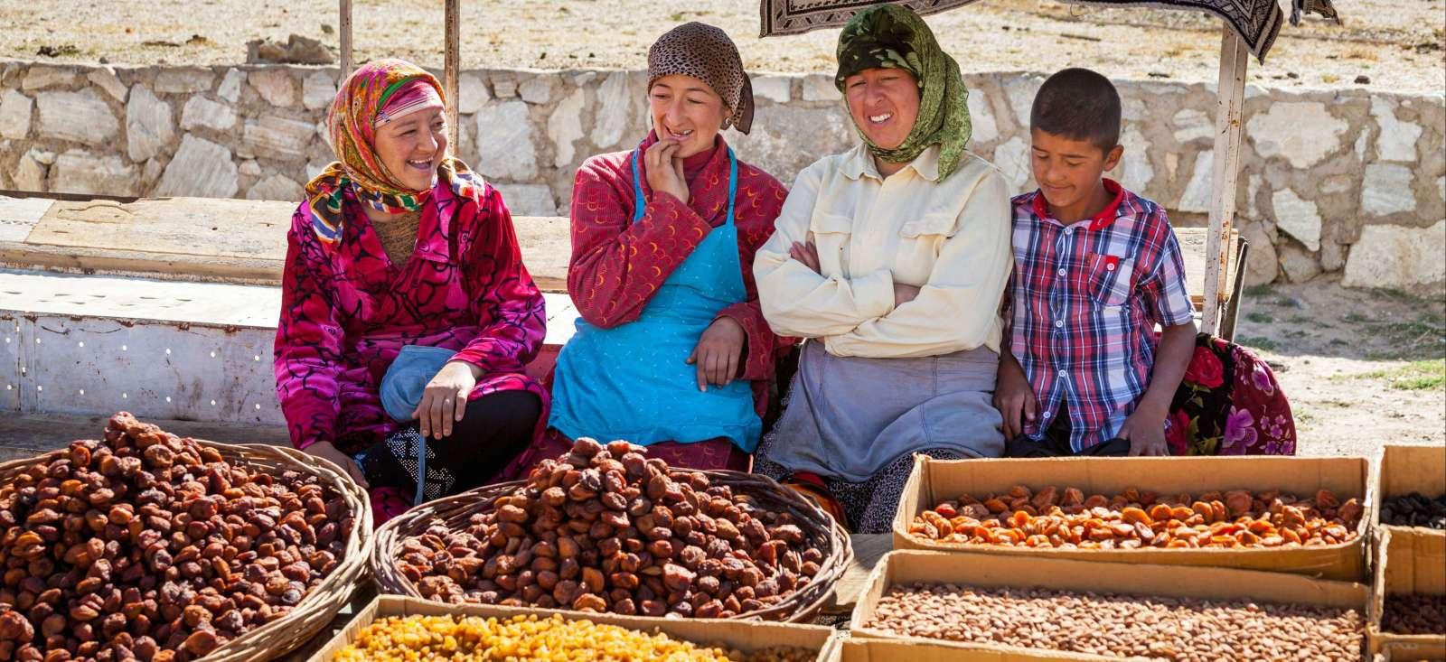 Voyage à pied : Ouzbékistan : Train bleu et big bazars