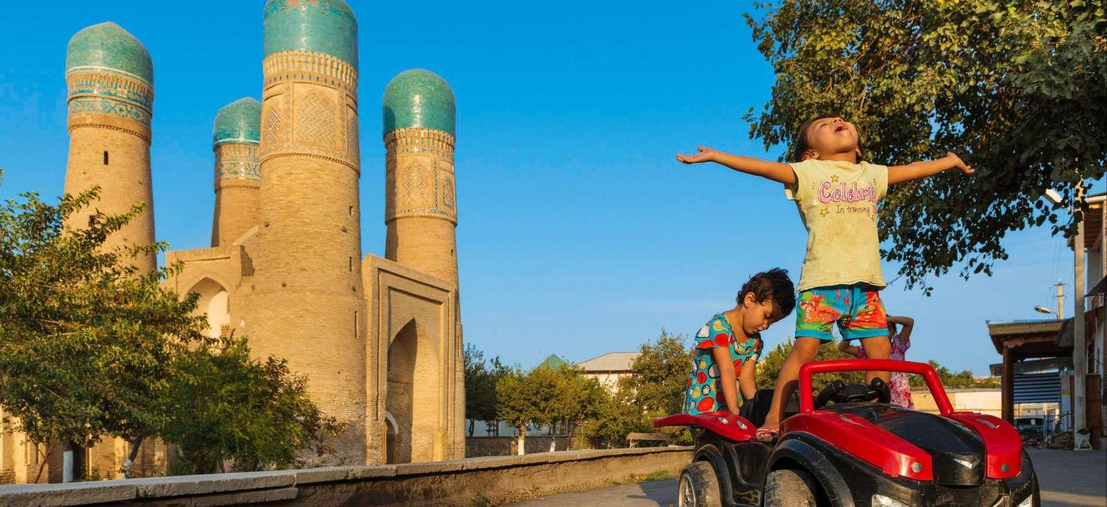 Voyage à pied : Ma petite tribu en pays ouzbèke !