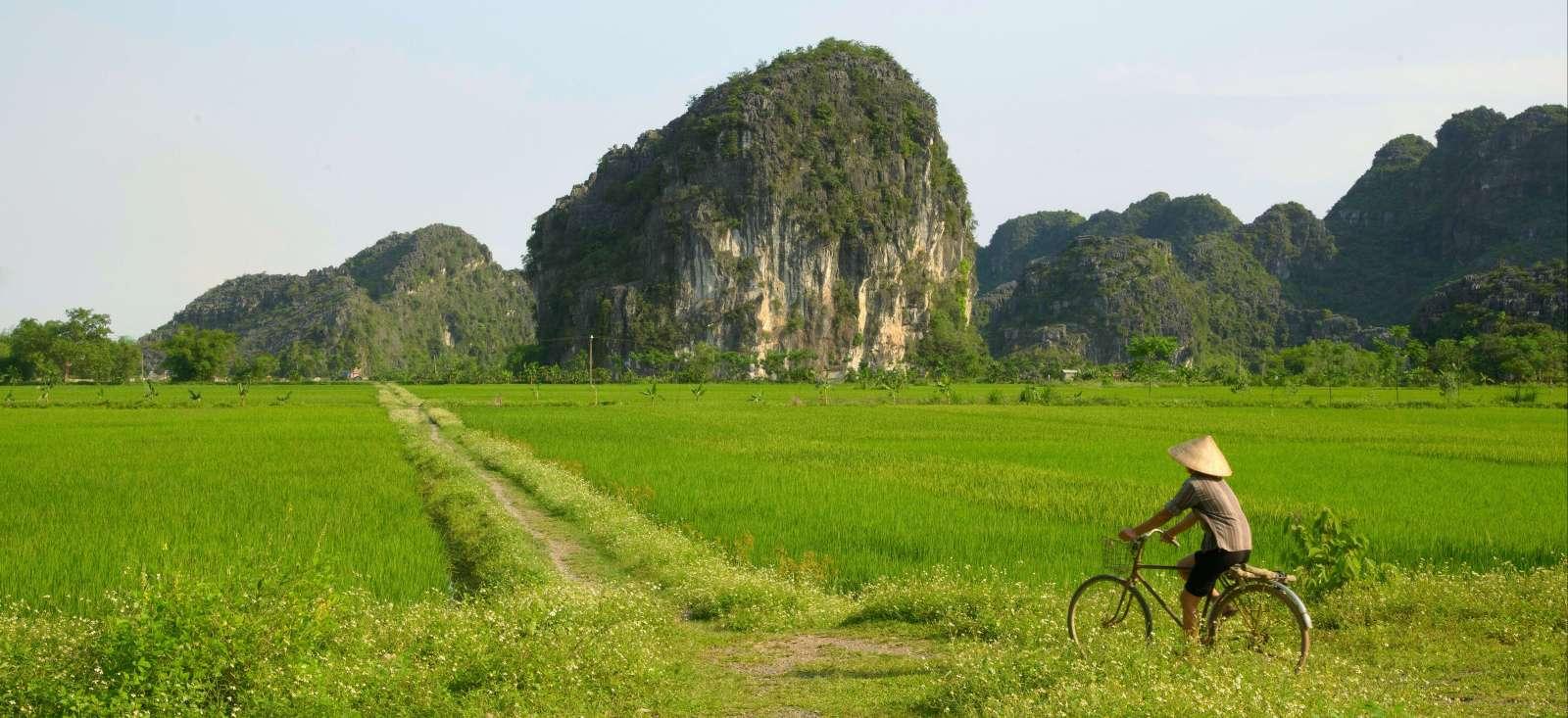 Voyage en véhicule Vietnam : Découverte du Fleuve Rouge & Baie d\'Halong